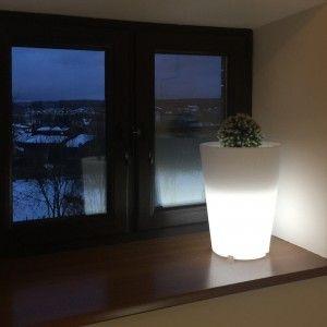 Светящееся кашпо для цветов LED Grace S, разноцветная RGB подсветка, с пультом ДУ, IP65