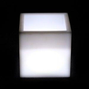 Светящееся кашпо куб для цветов LED PLAZA 30 см. c белой светодиодной подсветкой IP65 220V — Купить в интернет-магазине LED Form
