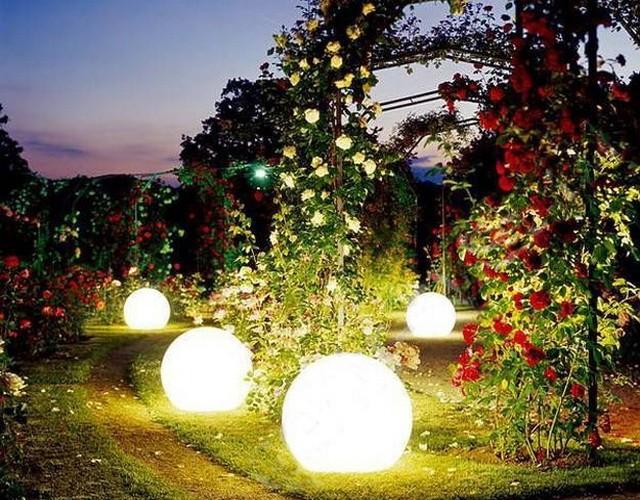 Световой шар - лучший ландшафтный светильник для сада