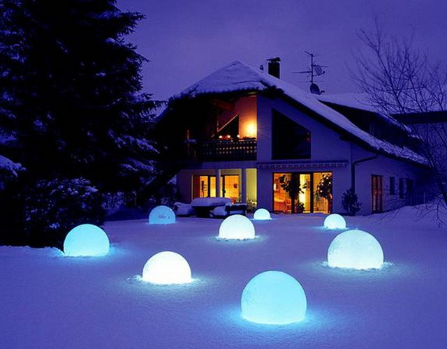 LED Шар - идеальный светильник для зимнего ландшафта
