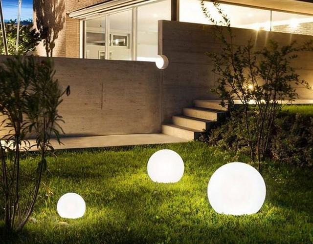 Световые шары: идеальны для ландшафта в любое время года