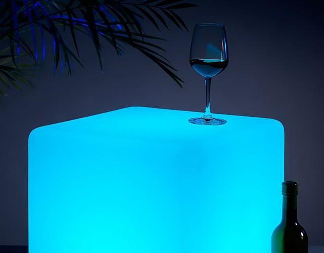Напольный светодиодный светильник в форме куба 60 см.