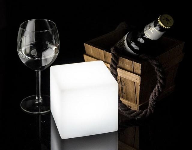 Настольный праздничный светильник - светящийся LED куб 20 см.