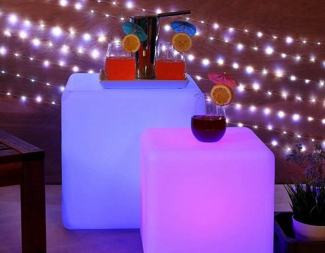Напольные светильники - светящиеся разноцветные LED кубы