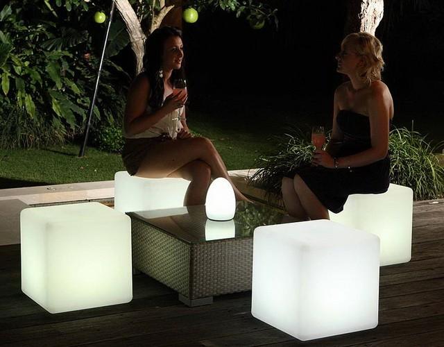 Напольные светящиеся LED-кубы (стул в форме куба)