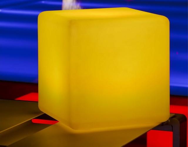 Беспроводной разноцветный светильник - светодиодный куб 60 см.