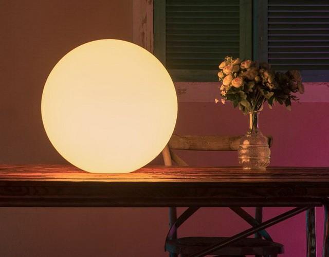 Напольный или настольный? LED Шар диаметром 35 см. прекрасно смотрится в любом месте