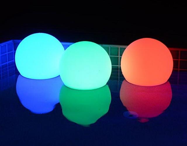 Беспроводные LED-шары: плавают, светятся и создают настроение