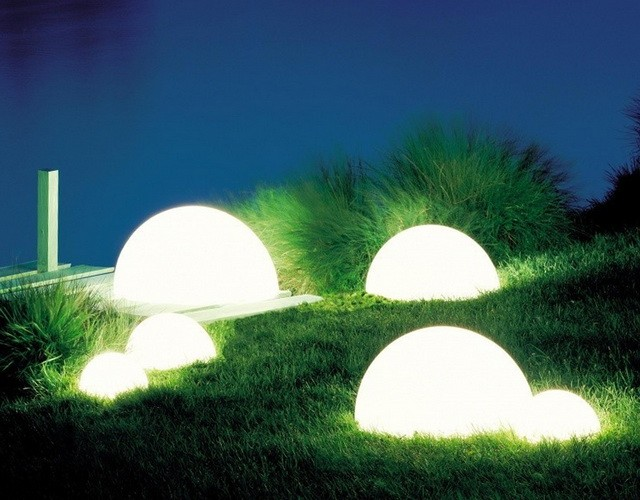 Светильник полусфера - подсветка берега озера