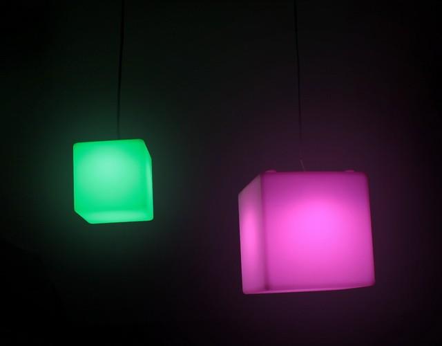 Подвесные светящиеся LED-кубы - разноцветные светильники